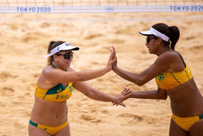 Ana Patrícia e Rebecca avançam em terceiro no grupo D