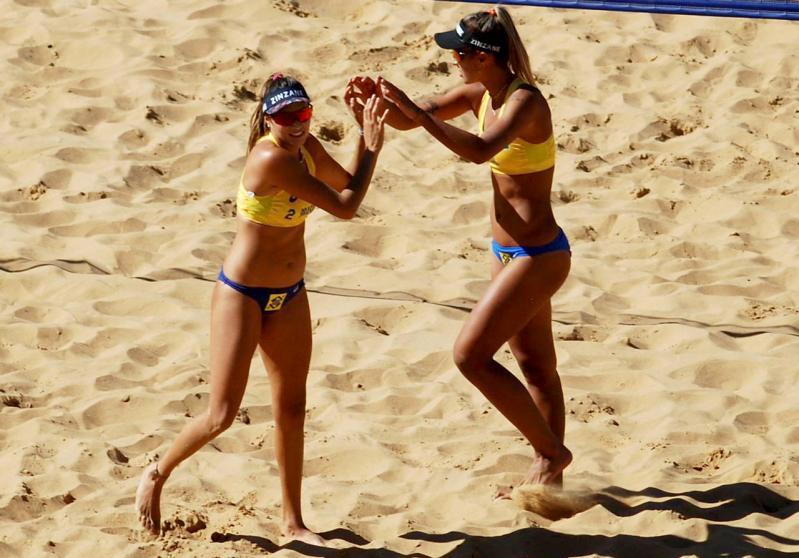 Brasil começa com cinco vitórias, e Thâmela/Vitória vai à semifinal