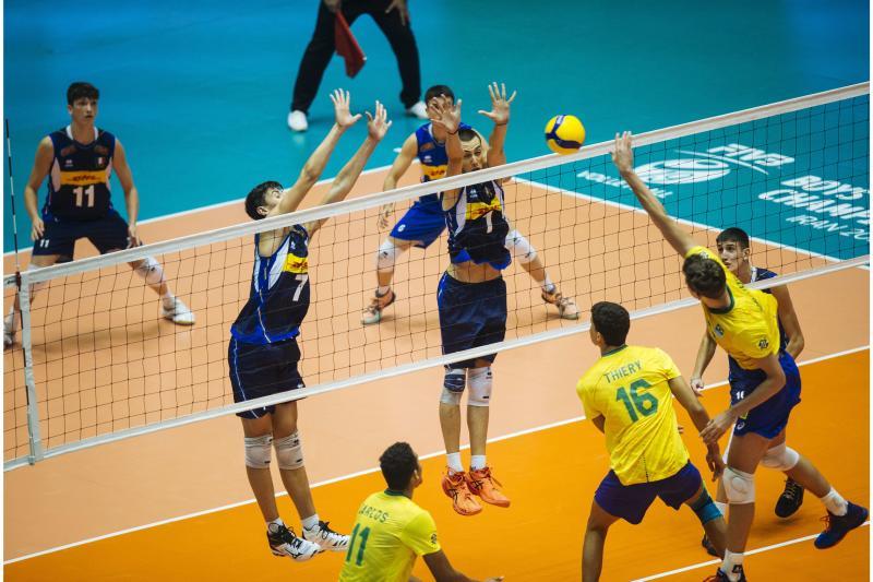 Brasil é superado pela Itália na estreia do torneio