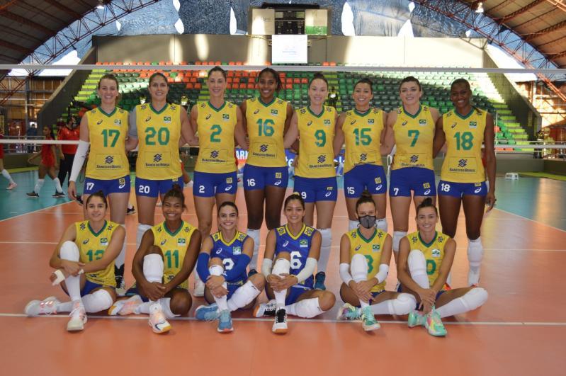Brasil estreia com vitória contra Peru