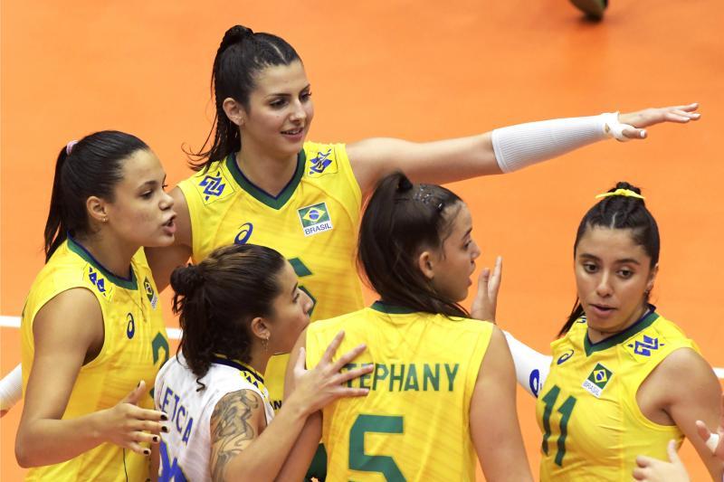 Brasil estreia com vitória diante da Argentina