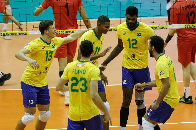Brasil estreia com vitória sobre Peru