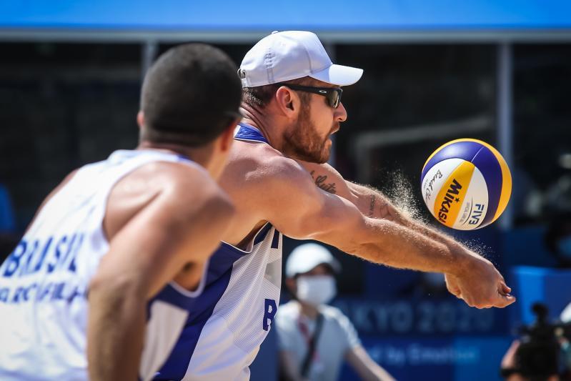 Brasil estreia no vôlei de praia com vitória dupla sobre Argentina