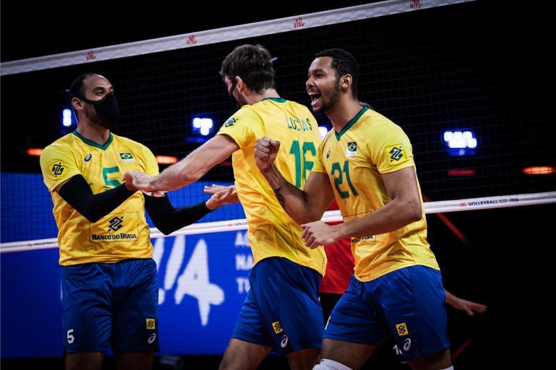 Brasil vence Alemanha e mantém liderança isolada