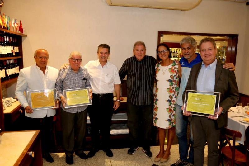Federação de Pernambuco entrega títulos de eméritos da CBV
