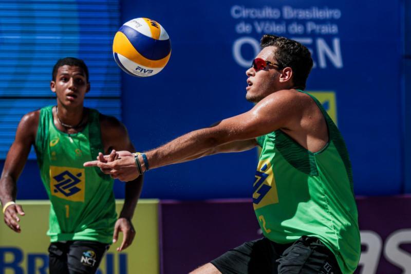 Jovem dupla brasileira é superada na estreia do torneio masculino na Bulgária