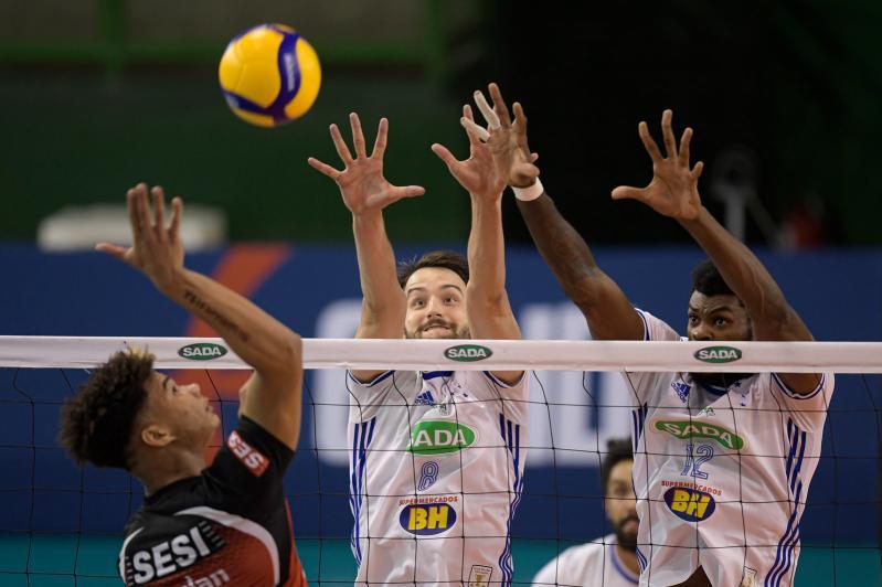 Líder isolado, Sada Cruzeiro supera o Sesi-SP em Minas Gerais
