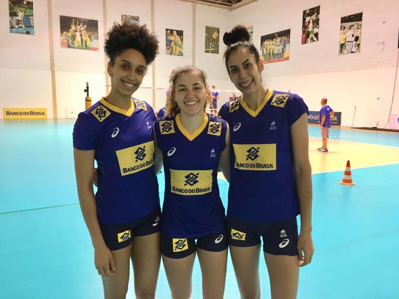 Lorena, Karina e Diana aproveitam oportunidade ao lado de ídolos