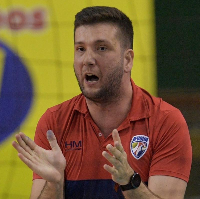 Marcão comemora o título invicto da Superliga B