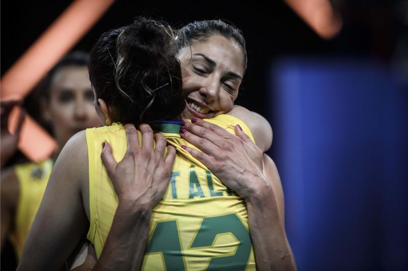 Na volta de Natália, Brasil vence Holanda em sets diretos