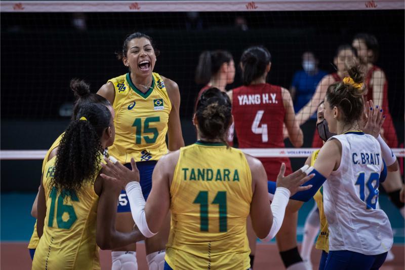 Seleção feminina abre quarta etapa contra Polônia