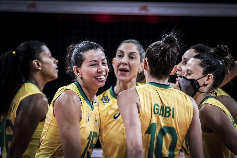 Seleção feminina abre terceira semana contra Sérvia