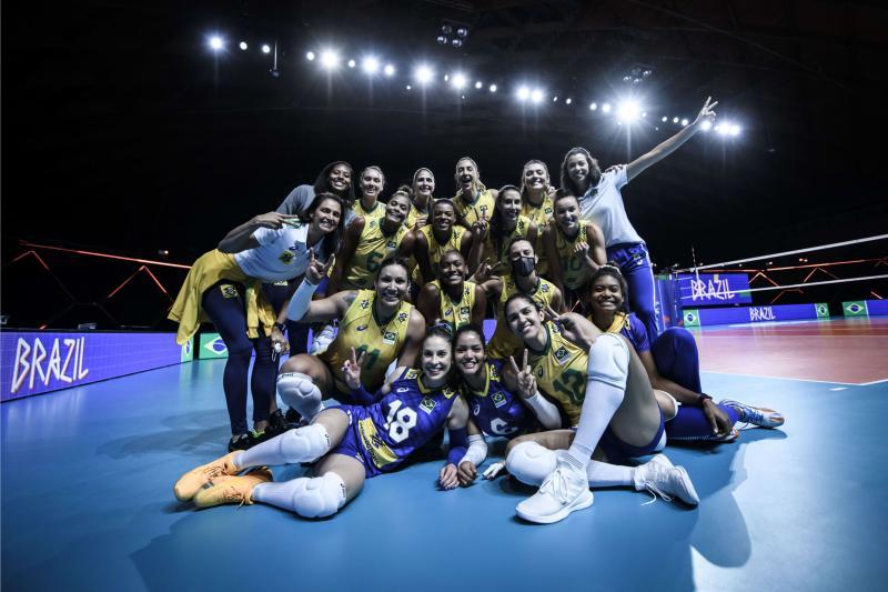 Seleção feminina enfrenta Japão por lugar na decisão